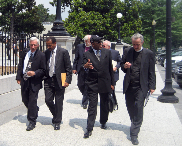 Circle of Protection Members Walk to a Meeting with White House Staff / Photo by Laura Pohl